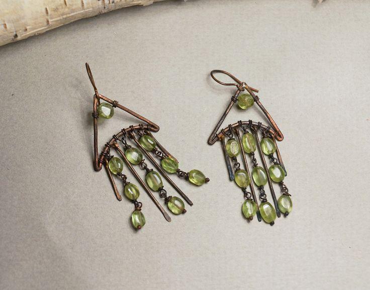 Flutist jewelry: Ветви ивы. небольшие медные серьги с хризолитом и...