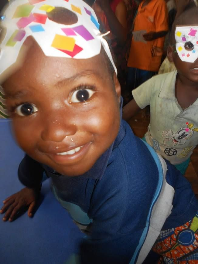 Projet voisin du dispensaire, la Case des enfants est une des très belles réussites d'Urgence Afrique. Découvrez la superbe galerie photo qui lui est consacrée sur leur page Facebook et n'oubliez pas de les aider gratuitement en ajoutant notre extension navigateur : http://fr.shopfairly.com/installer-lextension-navigateur #benin #togbota #enfant