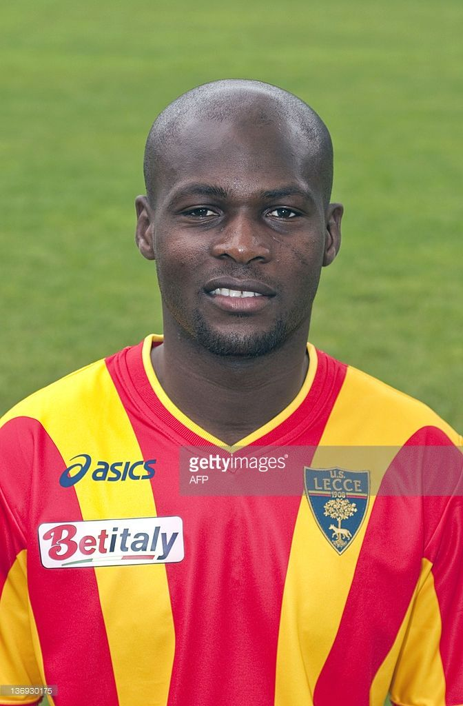 lecces-malian-football-player-souleymane-diamoutene-poses-in-lecce-on-picture-id136930175 (672×1024)