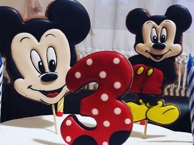 3 года Ванечке в стиле «Микки Маус» - Оформление дня рождения (фото)  - Украшаем квартиру к празднику - Каталог статей - Устроим Праздник! Бесплатные шаблоны на день рождения