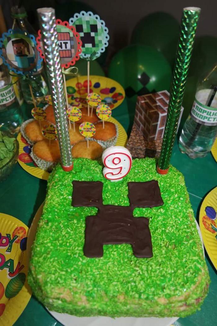 Страница 1 из 2 - День рождения в стиле MINECRAFT. 9 лет! - отправлено в День Рождения | Zile de naştere: В прошлом году вечеринка в стиле Звездных войн прошла на ура и в этом ребенок заказал день рождения в стиле Minecraft.   вот такие пригласительные  мы вручили :       Для гостей мы приготовили  вот такие мечи и головы. Мастерили из картона. Мечи я еще покрыла лаком и они получились вполне себе недурственные.    на детях это выглядело вот так:)    взрослые тоже не упустили возможнос...