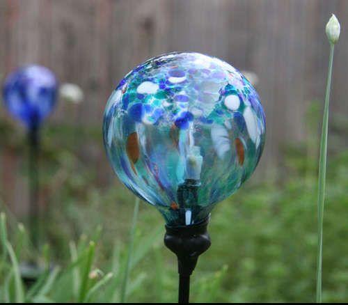 Replace a Broken Glass Globe on a Solar-powered Garden Light