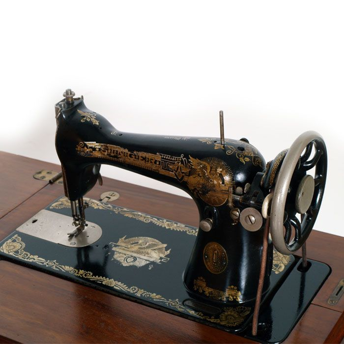 Oltre 25 fantastiche idee su macchine da cucire a pedale - Mobili per macchine da cucire ...