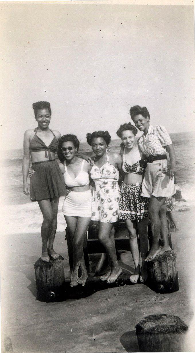 """Beach Besties"", 1947  [The Beach House Album, 1946-49. ©Waheed Photo Archive, 20111940 S, Beach Besties, African American, Beach House, House Album, Beach Style, 1940S, Bath Beautiful, Beach Beautiful"