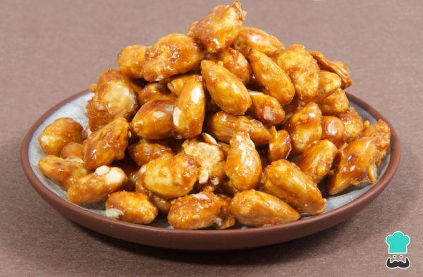 Aprende a preparar almendras garrapiñadas con esta rica y fácil receta. Las almendras garrapiñadas son uno de los dulces más populares de la gastronomía española,...