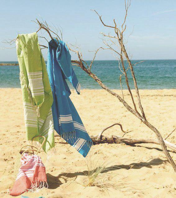 Si aún te falta el kit playero o piscinero, no dejes de echarle un vistazo a las toallas que tenemos en nuestra web: 100% algodón, ligeras, absorbentes...¡y muy alegres! #toalla #playa #piscina #picnic