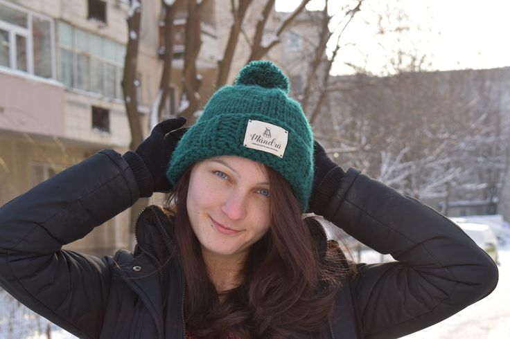 "Caciula tricotata manual ""Mandra"" #caciula #mandra #hat #femei #verde #caciulaverde #tricotat #caciulatricotata #mot #caciulamot #personalizat #cadou#cadoupersonalizat"