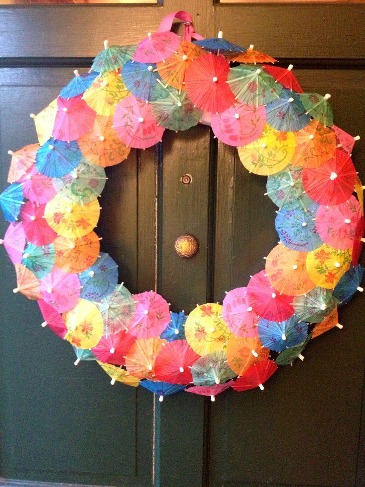 drink-umbrella-wreath-DIY-5
