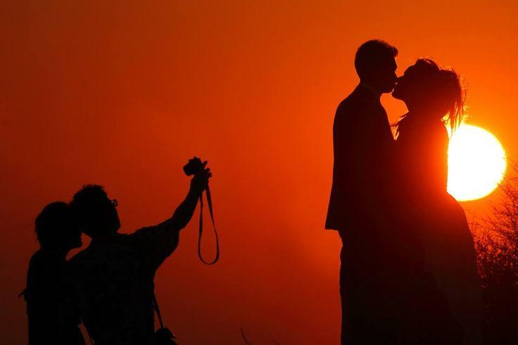 Ρομαντικές φωτογραφίες γάμου όπως τις αποτυπώνει ο φακός του γνωστού φωτογράφου Panoς Rekouniotis σε μια νέα ιστορία ... next day shooting. Φωτογραφηση γαμου στη Σαντορίνη
