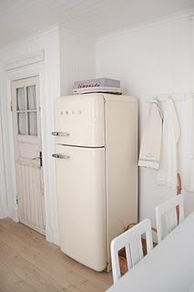 """Retro fridge from Smeg. From """"Jordgubbar med mjölk"""" jordgubbarmedmjolk.blogspot.com"""