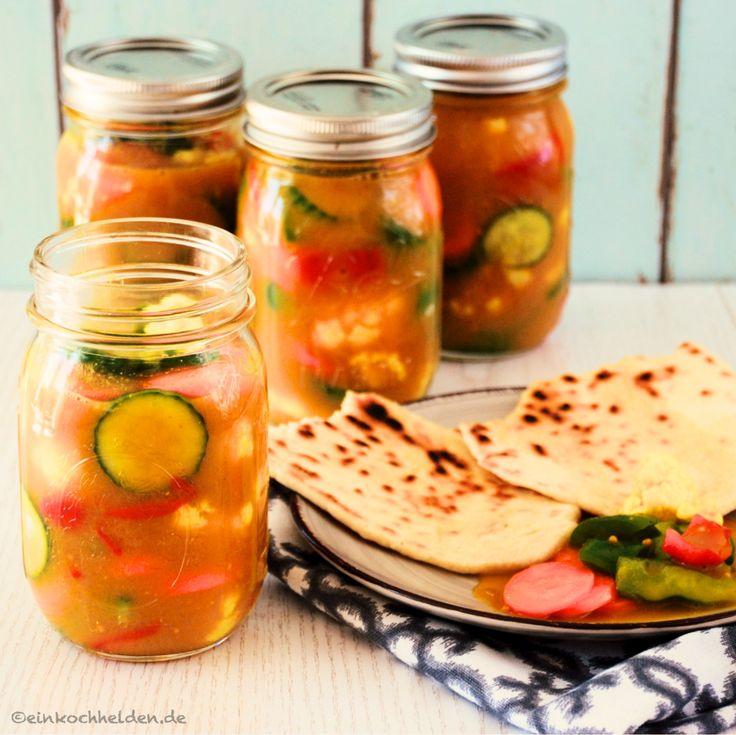 ergibt 5-6 Gläser a 350 ml Zutaten: 1,5 kg Gemüse gewaschen und geschält (zB Blumenkohl, Zucchini, kleine Gurken, Karotten, kleine Zwiebeln, grüne Bohnen, Paprika), 700ml Apfelessig, 100ml Wasser, 70g Salz, 120g Zucker, 1 1/2 EL Senfpulver**, 1 1/2 EL Kurkuma, 2 TL Koriandersamen gemahlen, 2 TL Ingwer gemahlen, 2 TL Senfsaat, 1 EL Johannisbrotkernmehl** (alternativ Maisstärke) Arbeitsaufwand: 15 min Vorbereitungszeit + 24h Ruhezeit + 15 min Zubereitung + 15 min Einkochzeit Haltbarke...