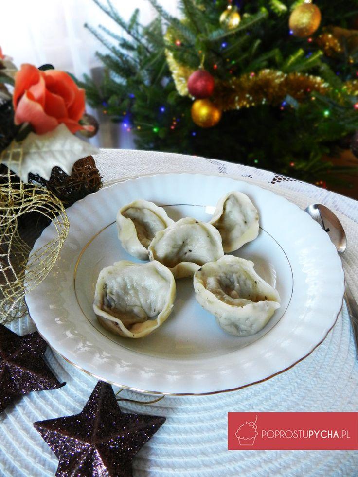 Jak tam Wasze przygotowania do świąt? :) Ja sobie nie wyobrażam wigilii bez pysznego czerwonego barszczu i uszek. Jeżeli ich jeszcze nie zrobiliście, to polecam ten przepis na świetne uszka!