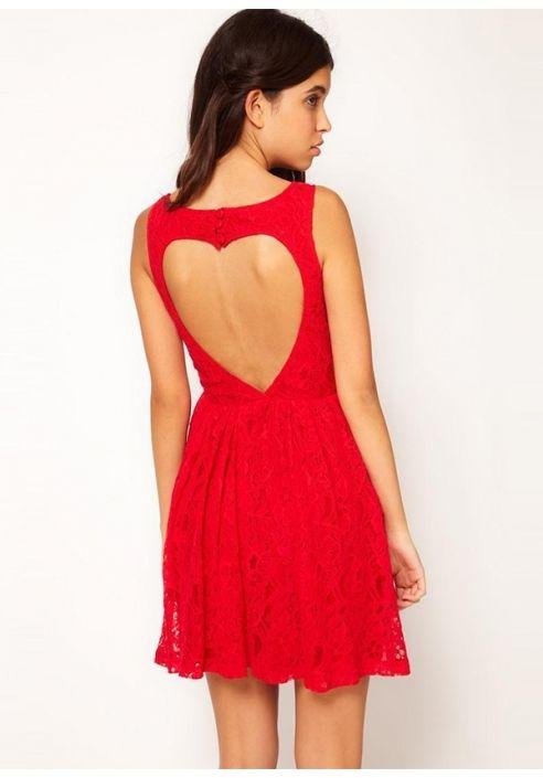 Sukienka koronkowa z wielkim sercem na plecach