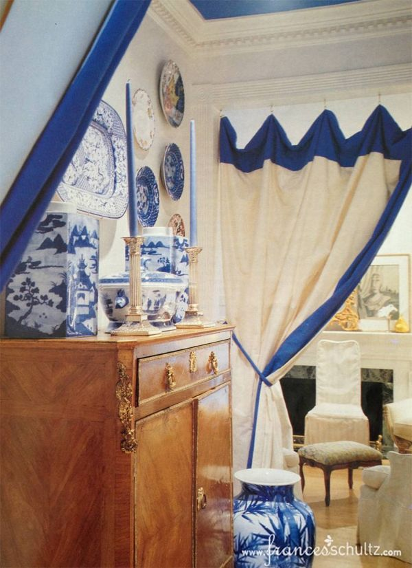 Former Townhouse of Frances Schultz on The Pink Pagoda: Blue and White Monday + News