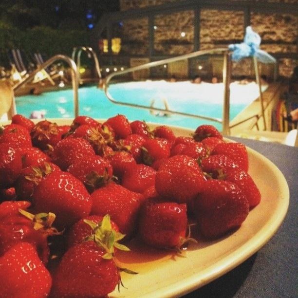 Bagno di Romagna, fragole e piscina @igersbologna