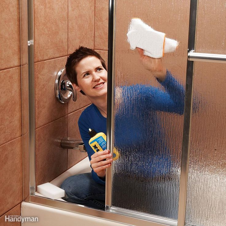 how to clean bathroom mirror without streaks best 25 cleaning shower doors ideas on 26053