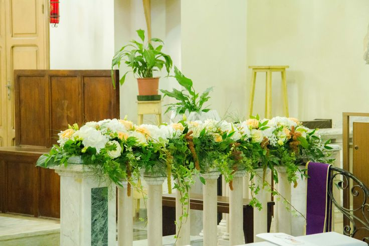 A romantic flower decoration with lisiantus, rose and hydrangeas...colors white and peach!