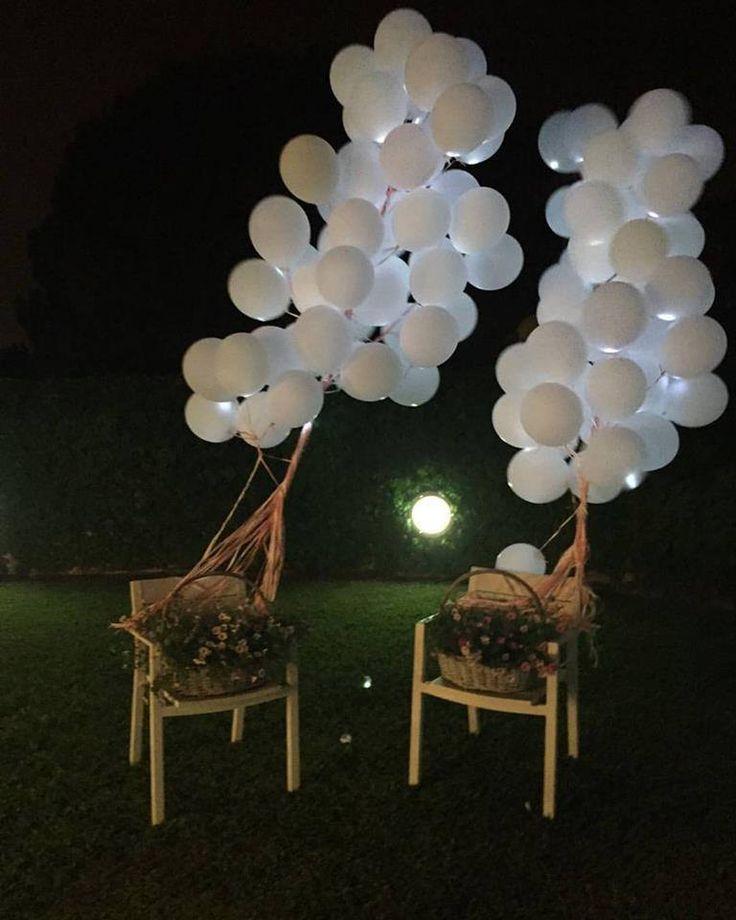 decoració amb globus de llum led, preperats per enlairar-se