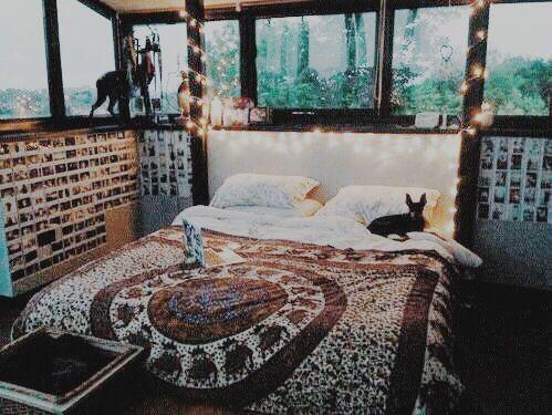 Tapestry comforters ♡   For more cute room decor ideas, visit our Pinterest Board: https://www.pinterest.com/makerskit/diy-tumblr-room-decor/