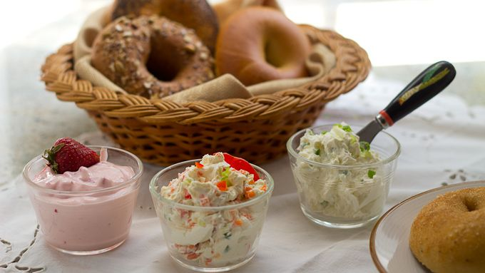 how to make flavored cream cheese for bagels