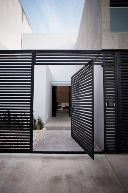 outdoor fence | slatted fence
