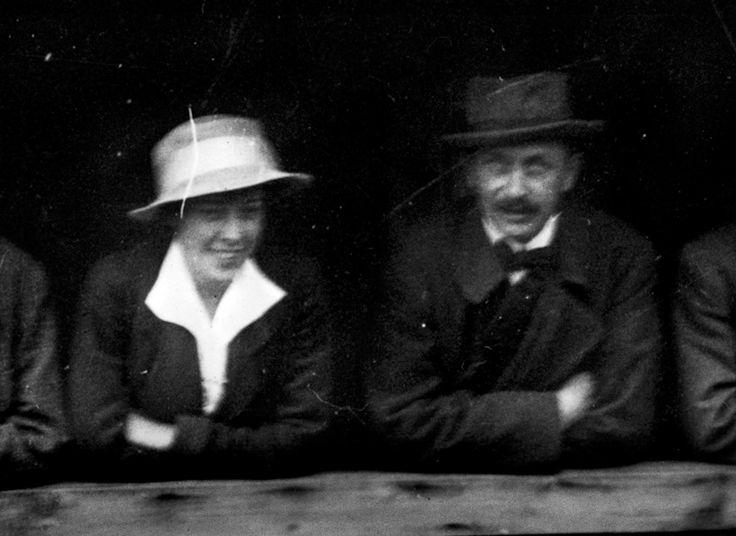 Carl Gustaf Emil Mannerheim kertoo nyt omin sanoin vuodesta 1918, avioerostaan Anastasia Mannerheimista ja rakkaudestaan Kitty Linderiin. Se on mahdollista, koska arkistojen kätköistä avataan hänen käsin kirjoittamansa rakkauskirjeet ja avioero-oikeudenkäynnin hapertuneet pöytäkirjat.