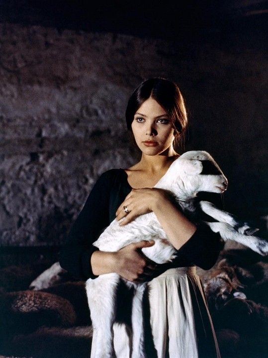 Ornella Muti ve filmu Leonor (1975)