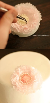 How to make soft and pretty vintage ruffle sugar flowers (The Baked Equation).
