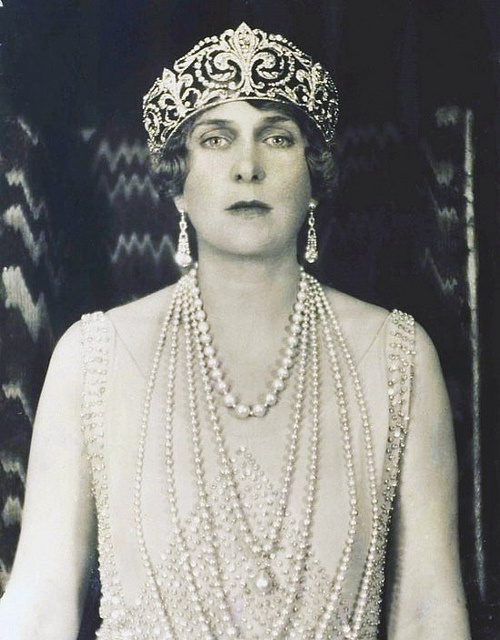 Portrait of Queen Victoria Eugenie of Battenberg In this photo she wears the Fleur de Lys Tiara and Queen Mercedes' Pearl Necklace.