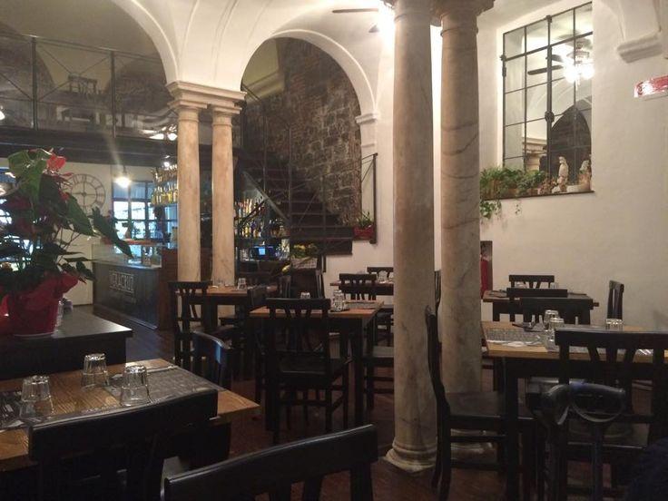 """Arredamento  Ristoranti Pizzerie MAIERON SNC www.mobilificiomaieron.it  - https://www.facebook.com/pages/Arredamenti-Pub-Pizzerie-Ristoranti-Maieron/263620513820232 - 0433775330. Arredo Ristorante messicano """"Veracruz"""" a Genova. Sedie in legno massello color noce con seduta in legno cod 3018/L in + Tavoli 80x80 in legno massello Base color nero, piano color Miele finitura spazzorata cod 806/80.  arredamento pub, Arredo Ristoranti #arredoRistorantemaieron #arredoristorante"""
