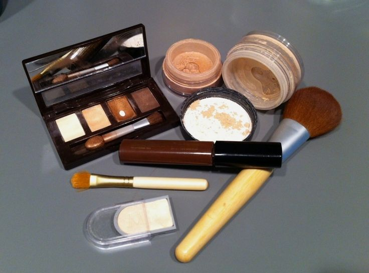 An in-depth look at the ingredients bismuth oxychloride and gluten, why they are used in makeup, and how they may be harming your skin and causing acne. Also includes a list of cosmetics without these ingredients.