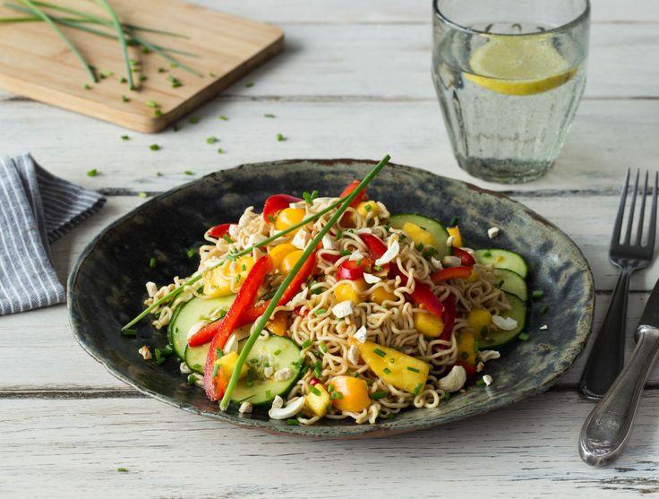 Oosterse noedelsalade met mango, groenten en cashewnoten Recept | HelloFresh