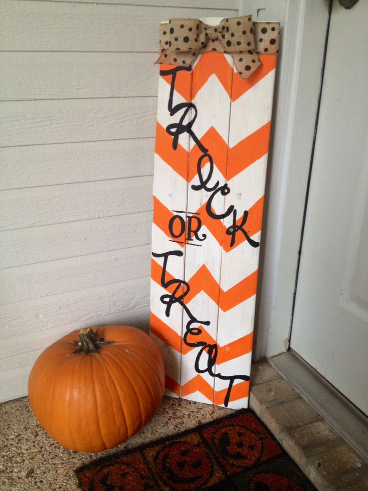 Pallet sign...Trick or Treat! I normally don't like halloween decorations but this is cute! - Click of Etsy Site.