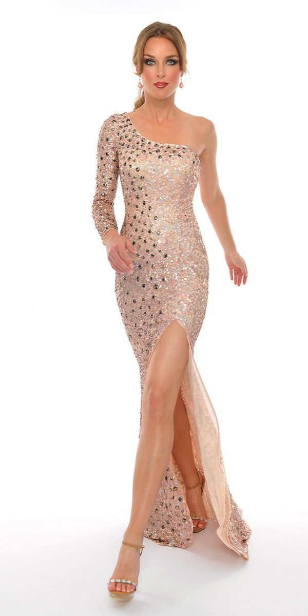 I'm not to big of a fan of the whole overly sparkly and sequinsy kind of dress. But I really love the cut of this dress. I love the off the shoulder, floor-length, cut leg look!! So sexy!