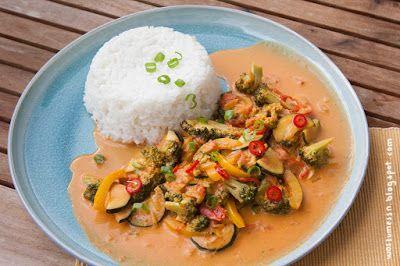 Fruchtig-tomatiges Sri Lanka Curry mit Broccoli, Zucchini und Paprika [Wos zum Essn]