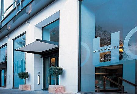 Tegenover het Guggenheim Museum Hotel Miro @ bilbao
