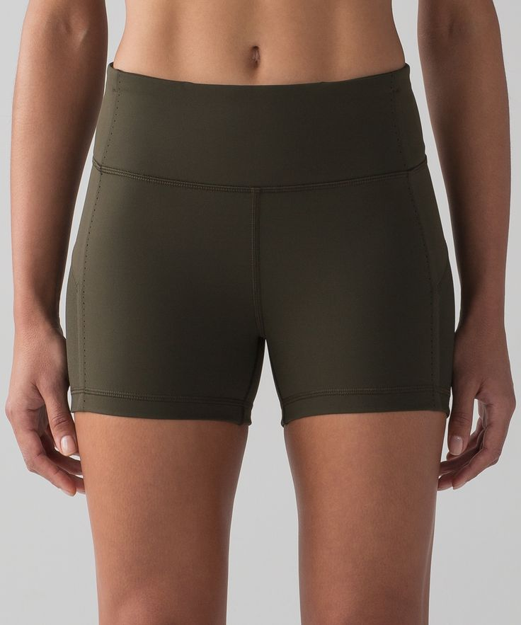 We designed these shorts with   flat, bonded seams to reduce   chafing when you're on the run.