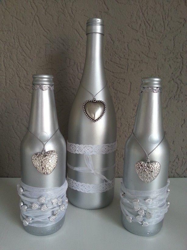 Leuke+wijnfles+en+twee+bierflesjes+zilver+gespoten+en+versierd.