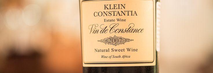 En sydafrikansk, Klein Constantia, Vin de Constance, årgang 2007. Nærmest en legendarisk vin. Denne vidunderlige Muscat er produceret af 100% Muscat de Frontignan druer. Vingården er i øvrigt en af verdens smukkest beliggende vingårde. Smagen er sød med en god fedme, men også med en syre, der kunne matche den friske dessert. Den friske frugt er til at smage, men der var også antydninger af chokolade og honning. En stor smagsoplevelse, som man skal kigge langt efter.