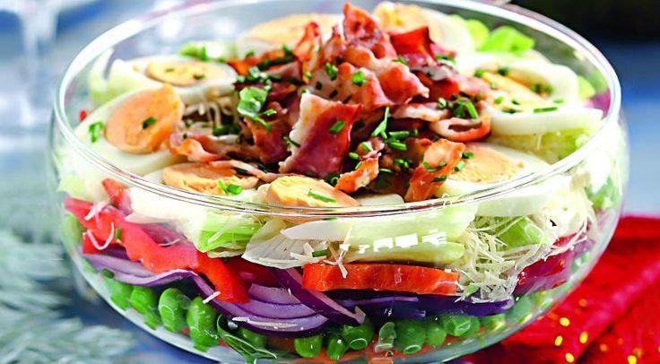 Слоеный салат ссыроми беконом