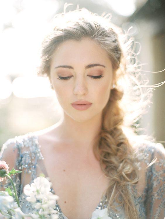 〔マツエク派?つけまつげ派?〕最近のオシャレ花嫁が支持している人気のアイメイク方法はどっち!?にて紹介している画像