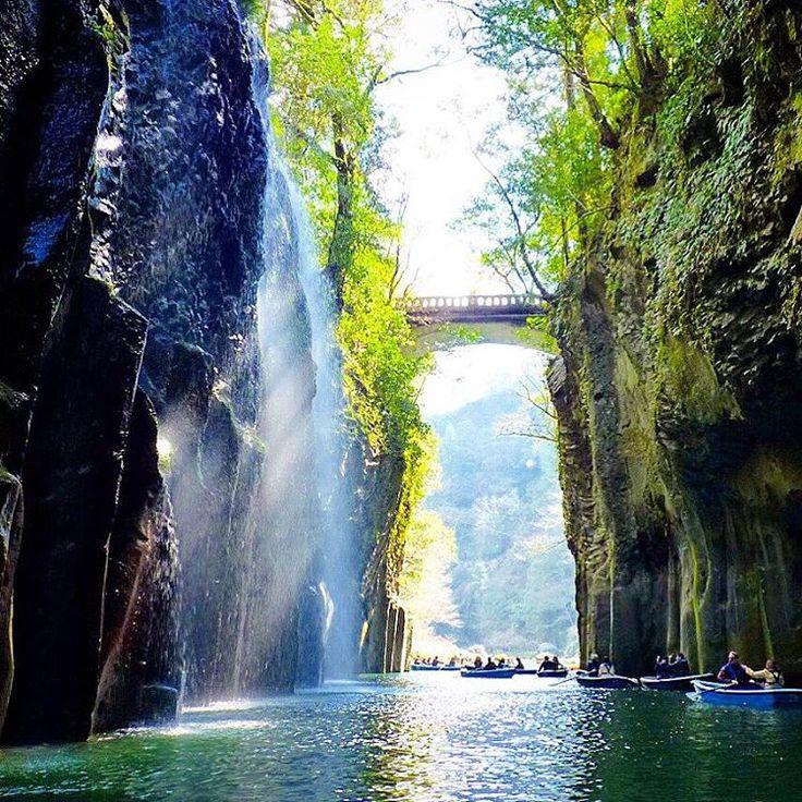 #宮崎 撮影場所:宮崎 #高千穂  #高千穂峡(Takachiho-kyo Gorge 五箇瀬川峡谷)と #真名井の滝 ・ #ig_photobox #valley #gorge #waterfall #fall #boat #river #team_jp #loves_nippon #igersjapan #instagramjapan #japan_gram #ig_photo_life #ig_photobox #ig_Japan #ig_nihon #nature #show_us_nature #igersjp #trip_in_japan #tripadviser #igworldclub #igw_nature #igworldr #IGersJP