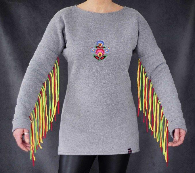 Bluza dresowa z frędzlami i haftem w Petis na DaWanda.com