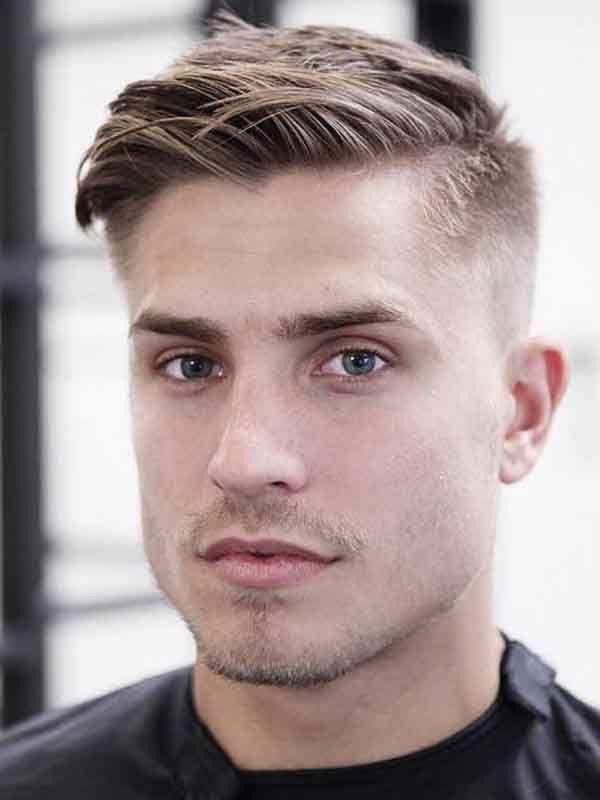 Manner Sommer Kurze Frisur Buzz Seiten Lang Oben In 2020 Manner Haarschnitt Kurz Kurze Haare Jungs Frisur Geheimratsecken