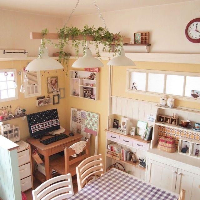 chocoさんの、カラーインテリア,雑貨,ドールハウス,テーブルクロスが好き,DIYだらけ,フェイクグリーン,黄色い壁DIY,PCコーナーDIY,リビング,のお部屋写真