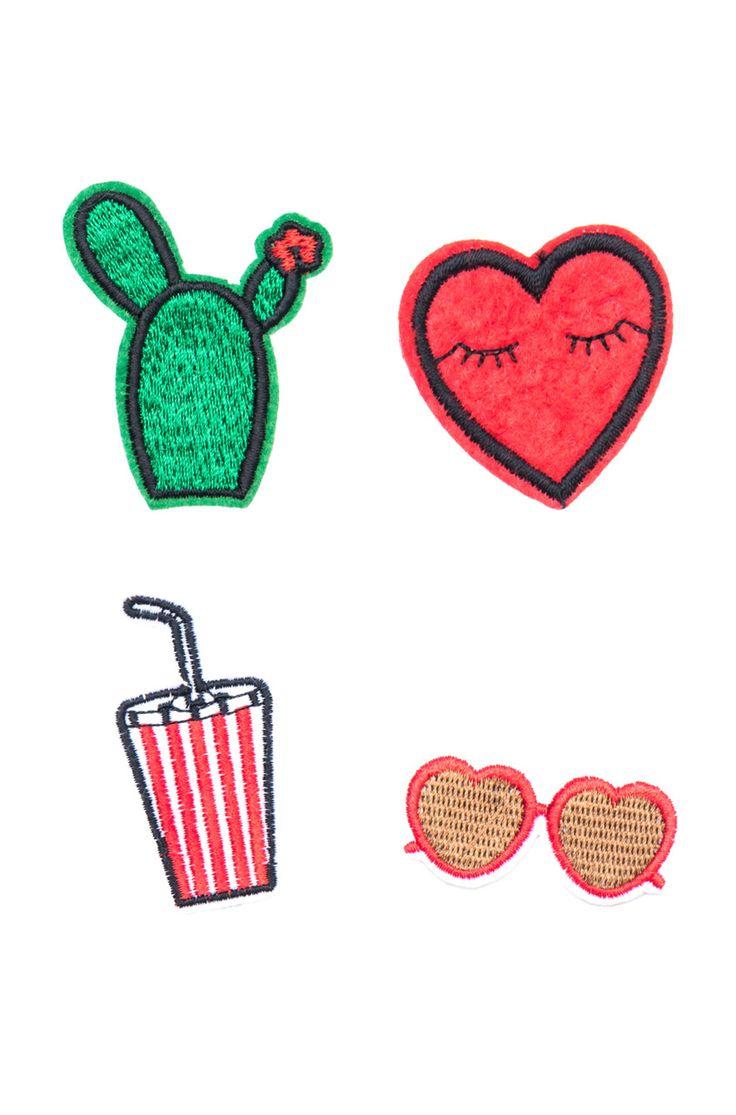 Kit com quatro apliques termocolantes sendo um coração, um óculos, um cacto e um…