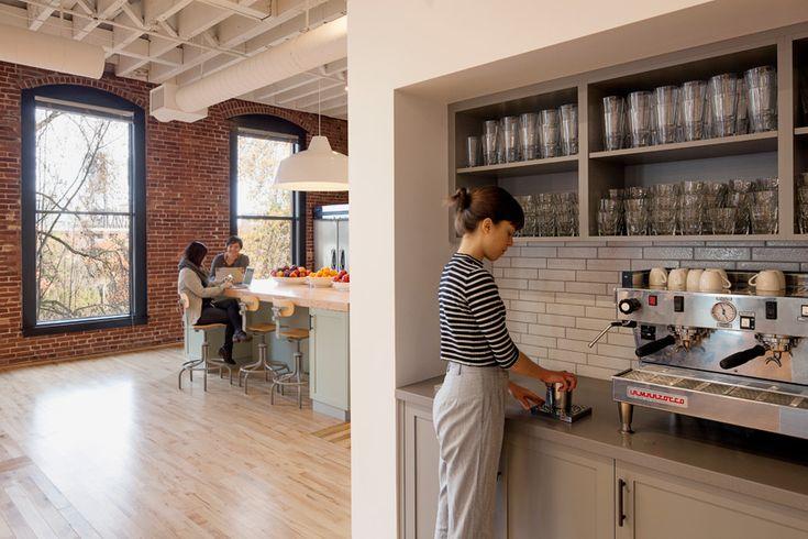 Werknemers van Airbnb richten zelf kantoor in en het resultaat is geweldig! - Roomed | roomed.nl
