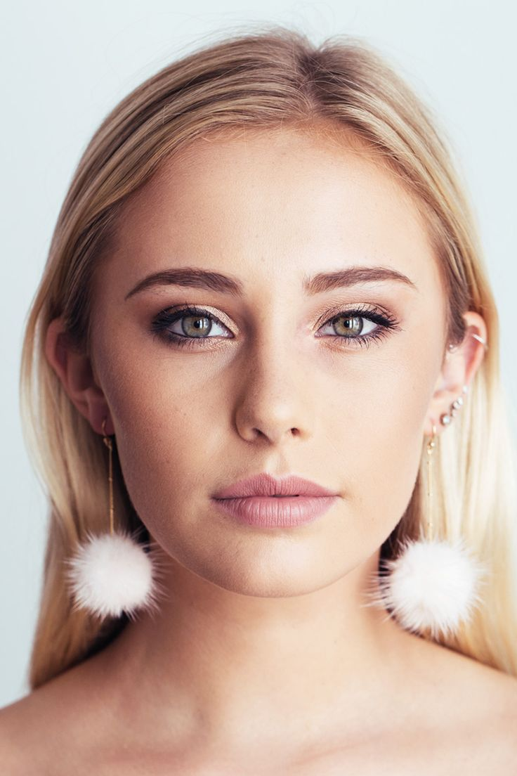 Ahhh so fluffy! Up your earrings game with our super cute pom pom dangles. Pair with your favourite coat and you are good to go! Size of drop: 8.5cm  Material: Gold plated over brass (Nickel & Lead free) + Synthetic fur (vegan friendly!)