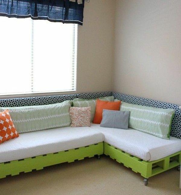 paletten ideen wohnzimmer:DIY Bed Pallet Couch