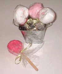 How to make washcloth lollipops - perfect for baby shower decorations! Give to the mom-to-be after the shower! #washclothlollipops